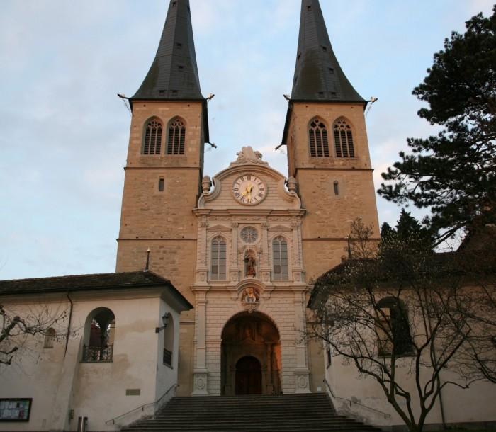 Hofkirche_11_fassade_mit_tuermen